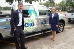 Governors Hickenlooper and Fallin with Ford CNG truck