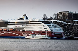 MV Seagas refuels Viking Grace with LNG