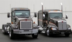Kenworth T800 short hood (116.5-inch BBC) and T660 are offered with the Cummins Westport ISX12 G HD natural gas engine.