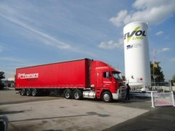Ron Finemore Transport refuelling at the Wodonga LNG station