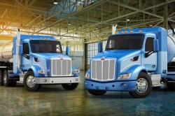 Peterbilt 567 (L) and 579 (R) now optioned for LNG