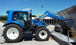 New Holland T6.180 Methane Tractor UK Jul 2016 (2)