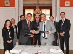 netherlands_shell-and-carnival-sign-lng-fuel-agreement-oct2016-sm