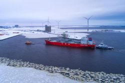 Coral Energy at Tornio Finland for LNG Unloading (3)