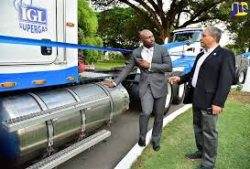 Jamaica - IGL LNG truck with Minister Wheatley