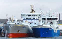 Ship-to-ship LNG bunkering in Port of Gothenburg between Coralius and Ternsund