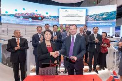 Signing CSIC and DNV GL re 23000 TEU Vessel
