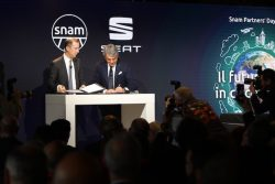 Italy_SEAT and Snam_003 SEAT President Luca de Meo (R) and Snam CEO Marco Alvera
