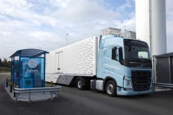 Volvo FH LNG at Gasum filling station