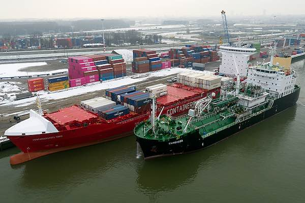 Cardissa bunkers Containerships Nord (2)