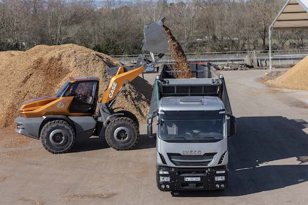 Case concept wheel-loader methane ProjectTetra with IVECO truck