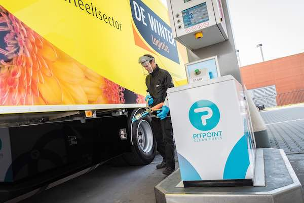 De Winter Logistics Volvo FH Ecocombi LNG refuelled by PitPoint