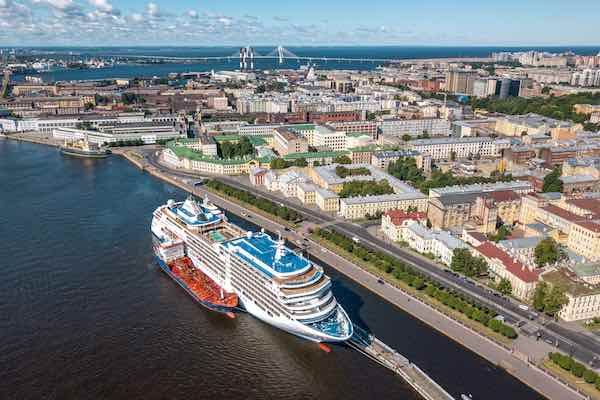 LNG Bunkering in Port, Russia
