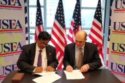 IOCL and Chart executives signing MOU in Washington