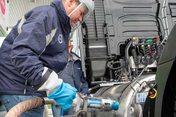 Volvo FH LNG tractors for transport company datrans refueling